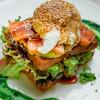 Сендвіч з гуакамоле та лососем Vitamin Fitness Cafe