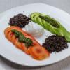 Кіноа з авокадо і яйцем пашот Vitamin Fitness Cafe