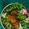 Салат с овощами и фалафелем D&D Berlin street food