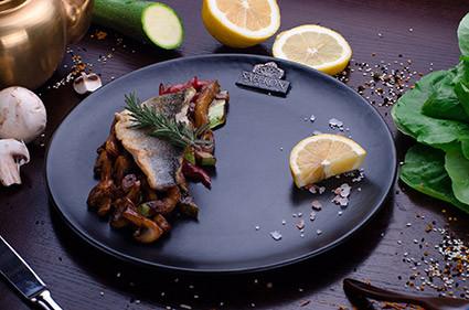 Сибас с овощами WOK SAFFRON