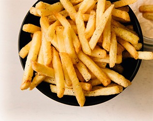 Картофель фри с сырным соусом  PUSHKA LOUNGE BAR