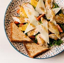 Салат с курицей и апельсином  - PUSHKA LOUNGE BAR
